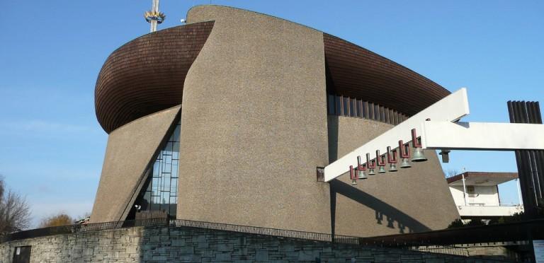 Eglise créée par Jean-Paul II à Nowa Huta